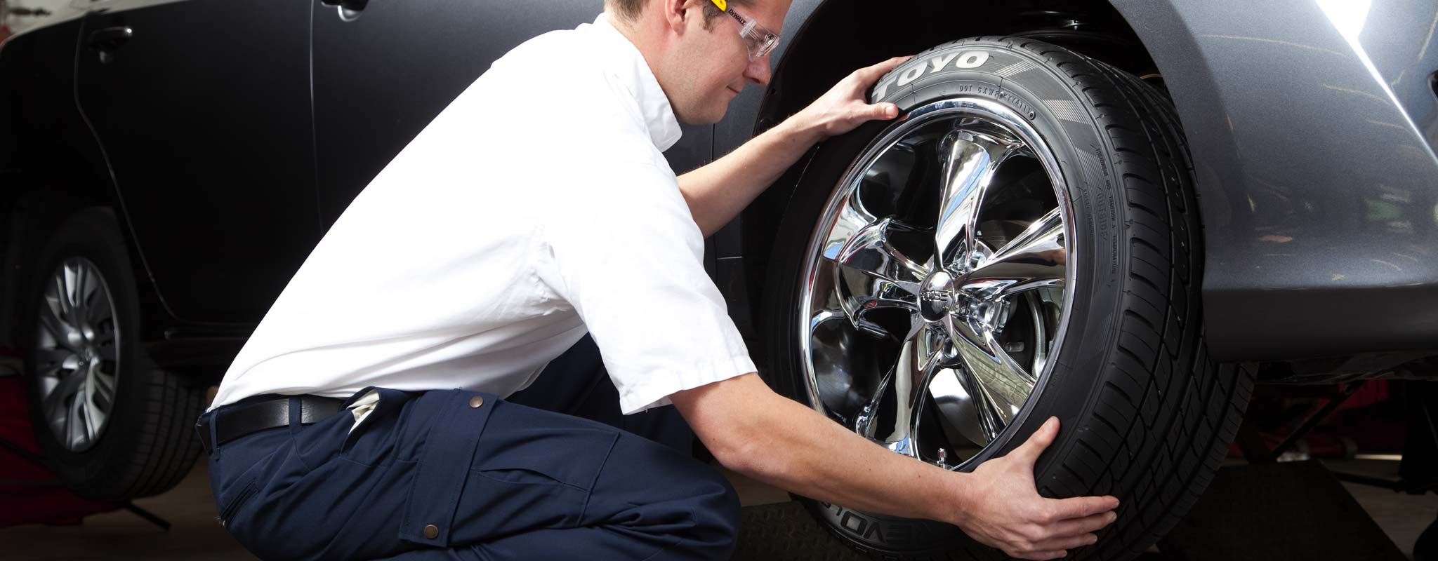 A Les Schwab technician removes a tire for a tire rotation.