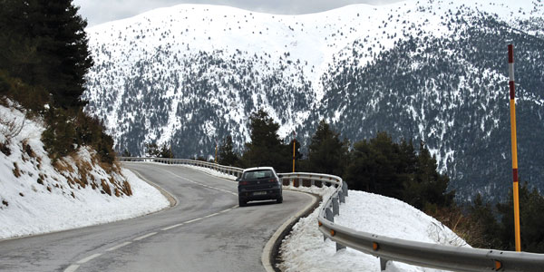 Winter Driving Tips: How to Drive in Snow - Les Schwab