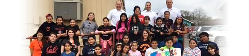 August Knodt Elementary students and teachers with Les Schwab store managers.