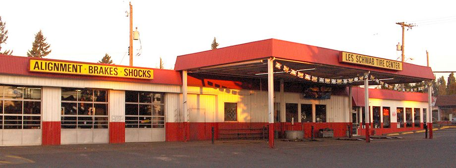 13609 1st Ave S Les Schwab Tire Center